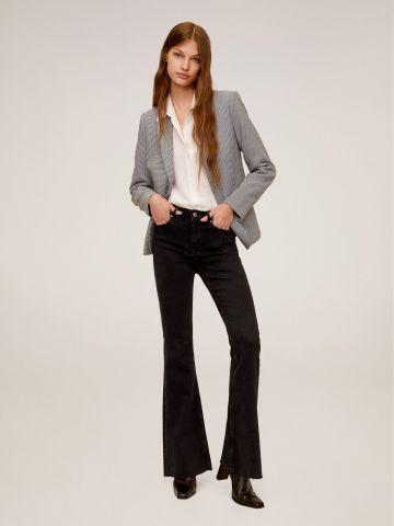 ג'ינס סקיני מתרחב עם סיומת גזורה