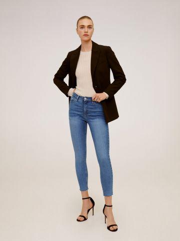 ג'ינס סקיני קרופ עם סיומת גזורה