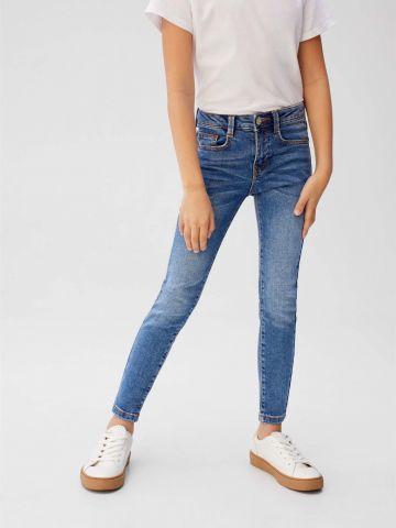 ג'ינס סקיני בגזרה ישרה עם הבהרה