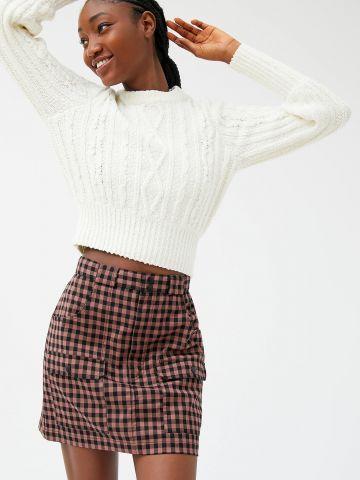 חצאית מיני בהדפס משבצות עם כיסים UO