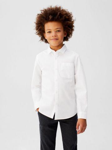 חולצה מכופתרת חלקה עם כיס / בנים