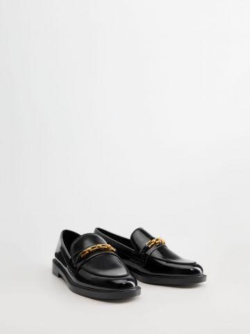 נעלי מוקסין עם שרשרת מוזהבת / נשים