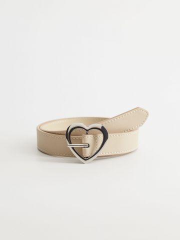 חגורה דמוי עור עם אבזם לב / בנות