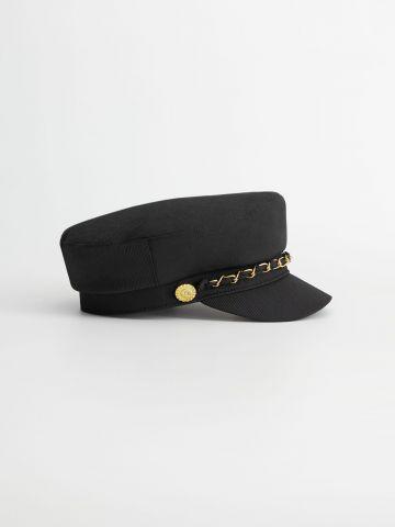 כובע קסקט עם עיטור שרשרת של MANGO