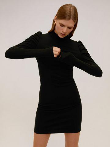 שמלת מיני סרוגה עם כתפיים נפוחות