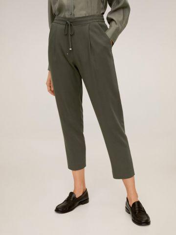 מכנסיים מחויטים בשילוב גומי מותן ושרוך