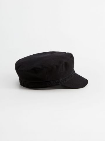 כובע קסקט בשילוב תפרים דקורטיביים / נשים