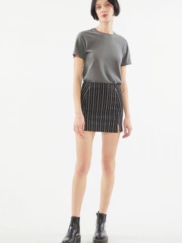 חצאית מיני בהדפס פסים עם שסעים UO