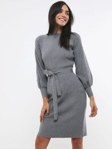 שמלת סריג מידי עם חגורה