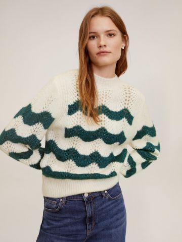 סוודר עם חירורים בדוגמת גלים
