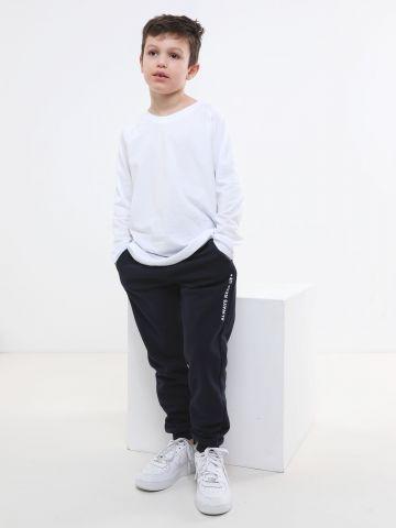מכנסי טרנינג עם הדפס כיתוב