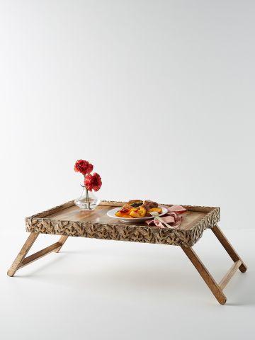 מגש מיטה מעץ עם עיטורי עלים