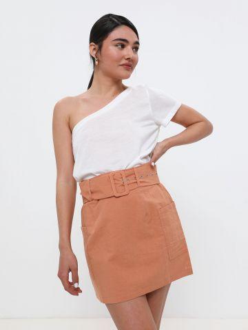 חצאית מיני עם חגורה