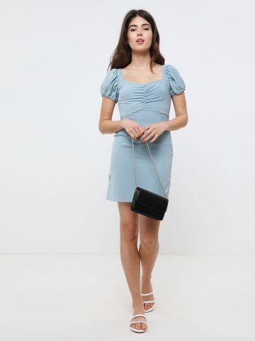 שמלת מיני עם כיווצים בחזה