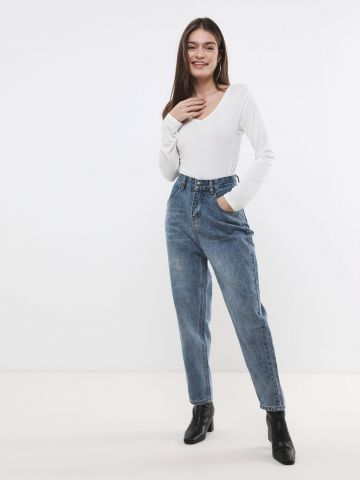 ג'ינס גבוה בגזרה רחבה
