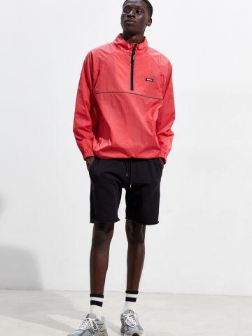 מכנסיים קצרים עם סיומת גזורה UO