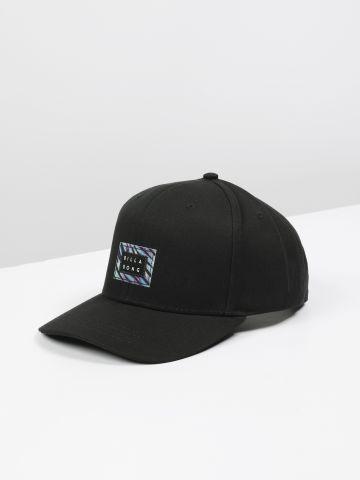 כובע מצחיה עם פאץ' לוגו / גברים