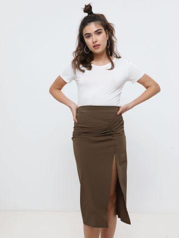 חצאית מידי עם שסע ועיטורי כיווצים