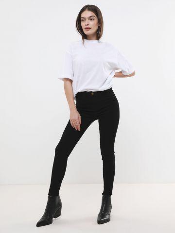 ג'ינס בגזרת סקיני סטרץ'