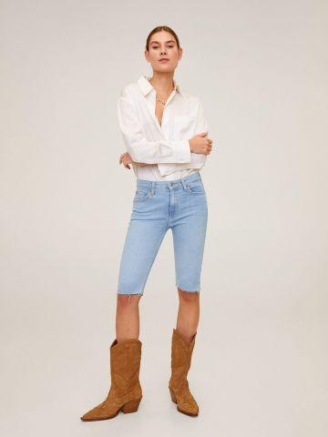 ג'ינס ברמודה בשטיפה בהירה ובגזרה צמודה