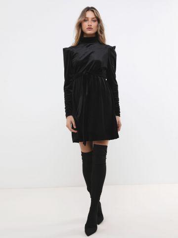 שמלת קטיפה מיני עם צווארון גבוה