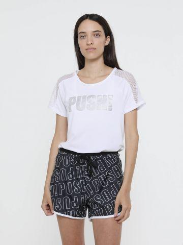 מכנסי ריצה קצרים בהדפס כיתוב