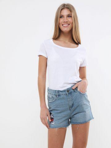 ג'ינס קצר עם רקמת מיקי מאוס