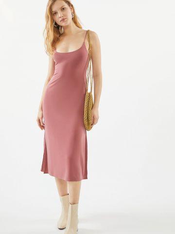 שמלת מידי חלקה עם כתפיות דקות UO