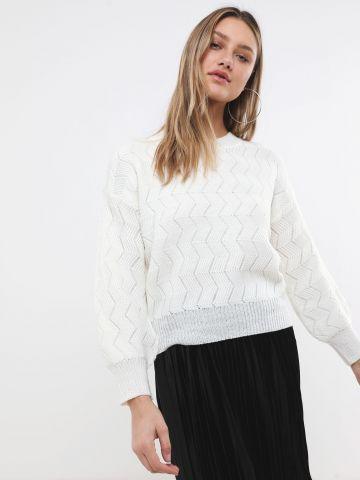 סוודר בטקסטורת זיגזג עם חוט מטאלי