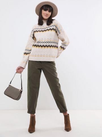 סוודר בדוגמת צורות גיאומטריות