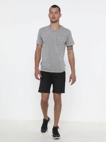 ג'ינס קצר עם כיסים