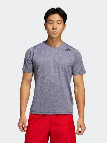 חולצת ריצה עם הדפס לוגו ושרוולים קצרים