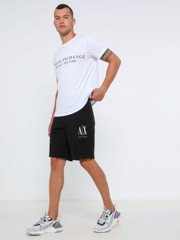 מכנסי ברמודה עם לוגו
