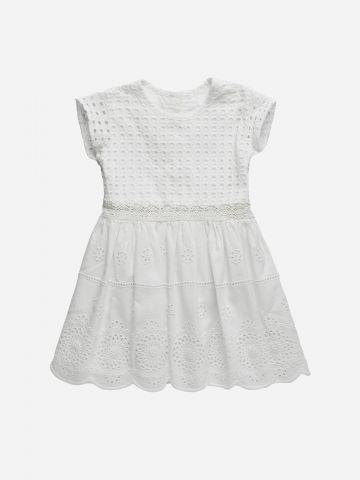 שמלה עם עיטורי רקמה וחירורים / 3M-3Y