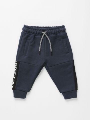 מכנסי טרנינג עם סטריפים Playin' it cool / 3M-3Y