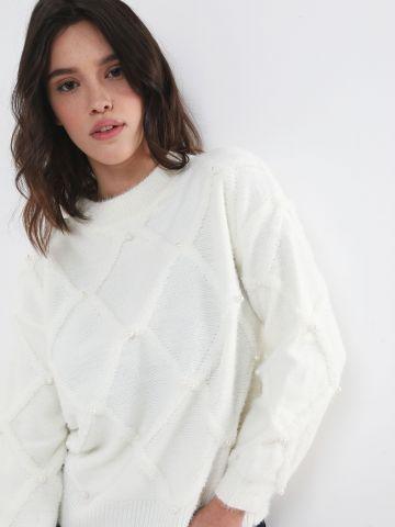 סוודר מעוינים בעיטור פנינים