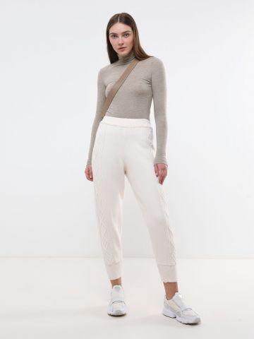 מכנסיים ארוכים סרוגים עם עיטורי קליעה