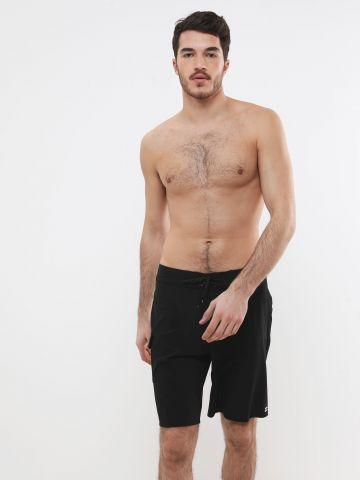 מכנסי בגד ים חלקים עם לוגו