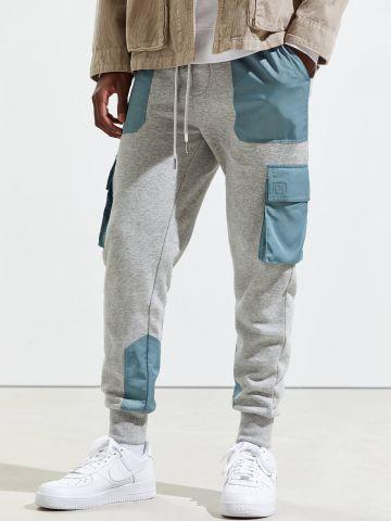 מכנסי טרנינג עם כיסים קונטרסטיים UO