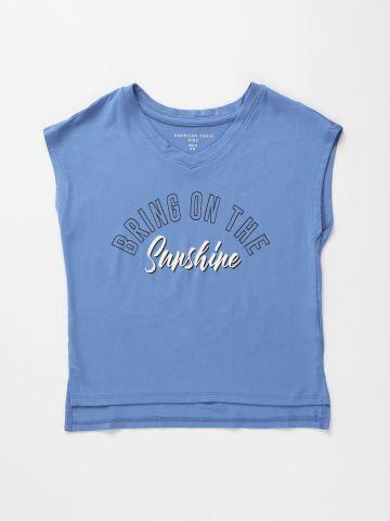 גופייה עם הדפס כיתוב Bring on the sunshine / בנות