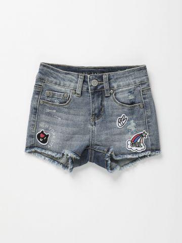 מכנסי ג'ינס קצרים עם פאצ'ים / בנות