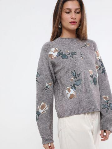 סוודר עם רקמת פרחים של YANGA