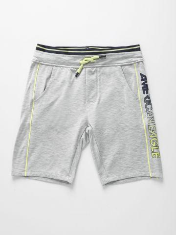 מכנסי אקטיב קצרים עם לוגו / בנים
