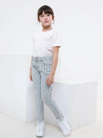 ג'ינס בהדפס פסים עם קרעים