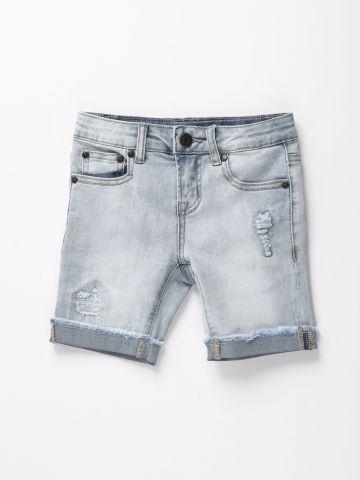 מכנסי ג'ינס קצרים עם קרעים / בנים