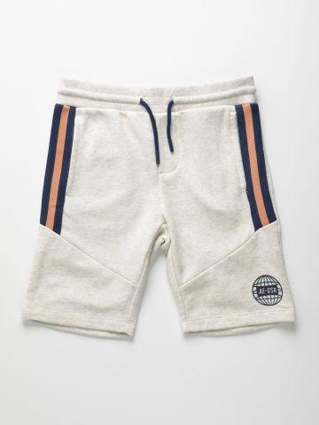 מכנסי טרנינג קצרים עם סטריפים ולוגו / בנים