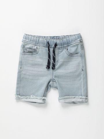 מכנסי ג'ינס סטראץ' קצרים עם גומי / בנים