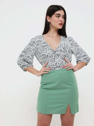 חצאית מיני עם שסע
