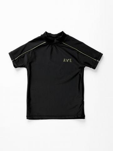 חולצת בגד ים עם לוגו / בנים