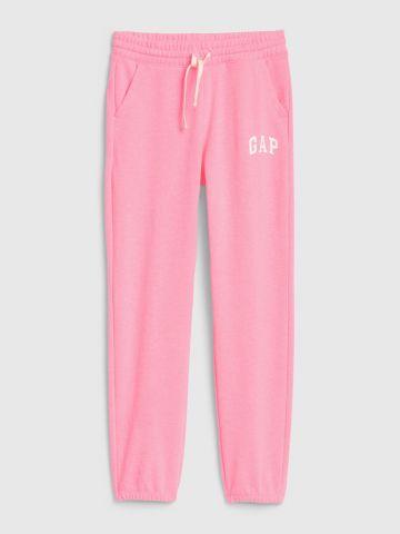מכנסי טרנינג עם הדפס לוגו / בנות